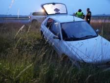 Auto belandt in sloot langs A1 bij Bathmen, bestuurder spoorloos