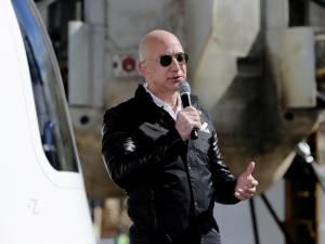 Vol et atterrissage réussis pour Jeff Bezos et son premier vol spatial