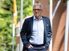 KNVB-directeur Gudde 'gewoon' naar Alkmaar om schaal aan Cambuur uit te reiken