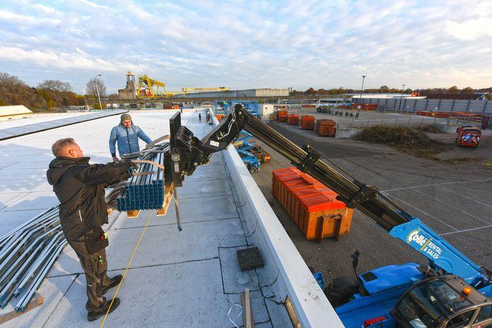 Drie jaar geleden werd op de daken van de milieustraat in Oosterhout zonnepanelen aangebracht.