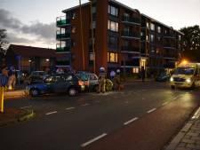 Botsing tussen twee auto's in Almelo: 2 gewonden