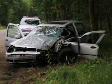 Frontale botsing op Hogeweg in Lierop: gewonde met spoed naar ziekenhuis
