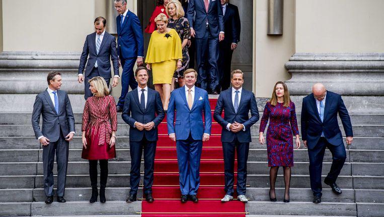 Het nieuwe kabinet presenteert zich aan het land. Beeld anp