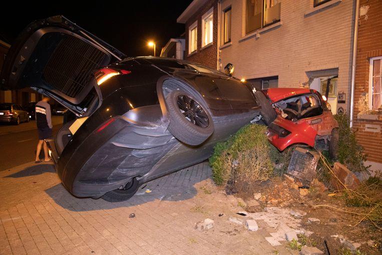 De Tesla veroorzaakte een ware ravage op de Dries in Nieuwerkerken.