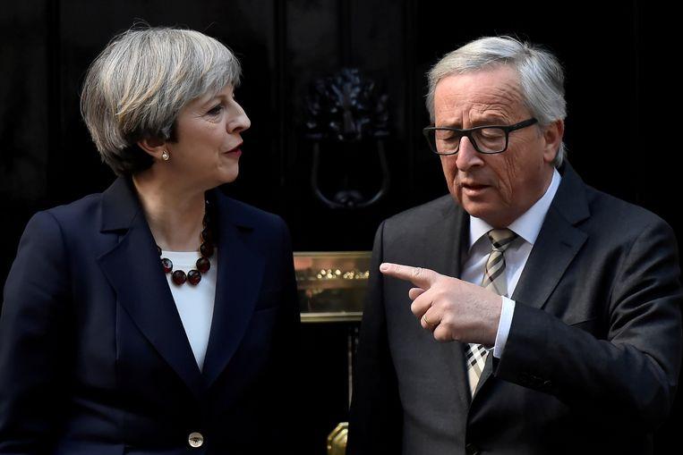 Archiefbeeld: Brits premier Theresa May en EU-Commissievoorzitter Jean-Claude Juncker. Beeld REUTERS