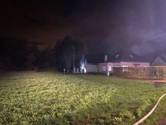 Bewoonster overleden na zware uitslaande woningbrand