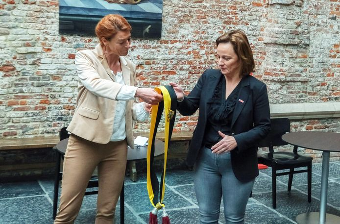 Archiefbeeld van burgemeester Ruth Vandenberghe (links) en schepen Stephanie Demeyer.