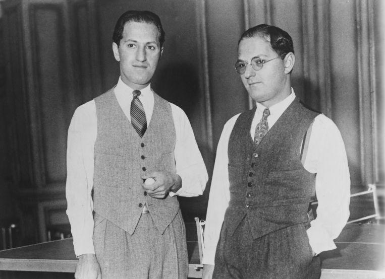 George (links) en Ira Gershwin, circa 1925. Beeld Getty Images