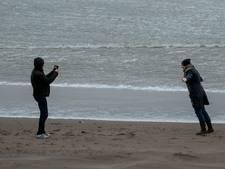 Code geel wegens harde wind aan kust: aantal testlocaties uit voorzorg dicht