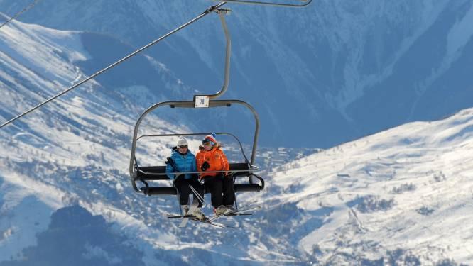 Franse skigebieden komen in opstand tegen verplichte sluiting skiliften, in Zwitserland is sluiting niet aan de orde