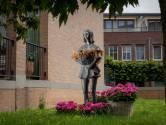 Het Bloemenmeisje en haar geraniums staan symbool voor bloemenstad Huissen