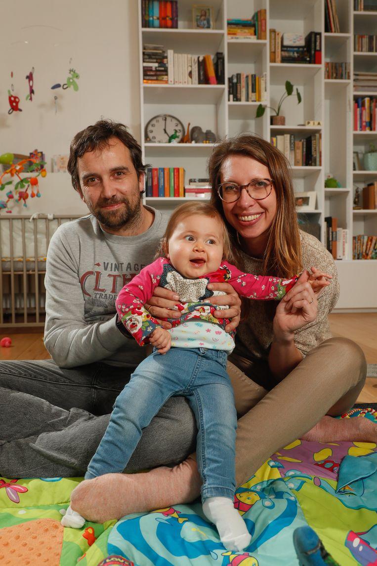 De Vlaamse baby Pia met haar ouders Tim Boehnke en Ellen De Meyer. Beeld
