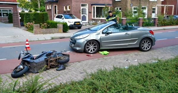 Bestuurder scooter zwaargewond na aanrijding, traumaheli landt in weiland langs A12.