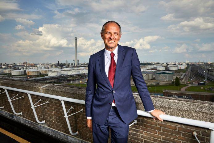 Jos van Winsen, de general manager Shell Pernis, spreekt trots over 'een feestje van verandering'.