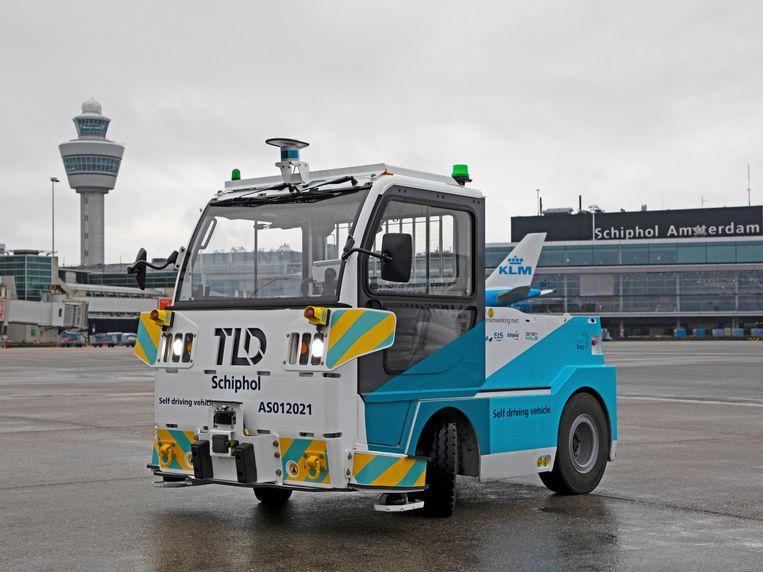 Het zelfrijdende karretje is een voorbode van de slimme luchthaven die Schiphol wil worden. Beeld Amsterdam Airport Schiphol