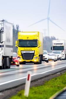 Primeur op het platteland: truck moet lading op kop van eiland lossen om verkeer te verminderen