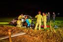 De auto raakte van de weg en kwam terecht in een weiland.