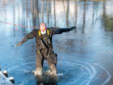 Quand un pompier constate que la glace d'un étang n'est pas encore assez épaisse pour s'y promener