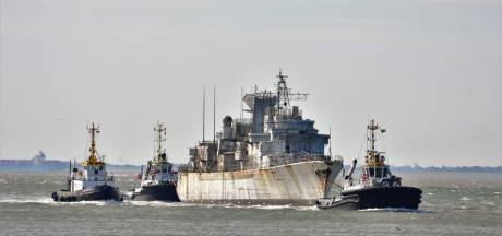 Oude Franse oorlogsschepen naar hun laatste haven