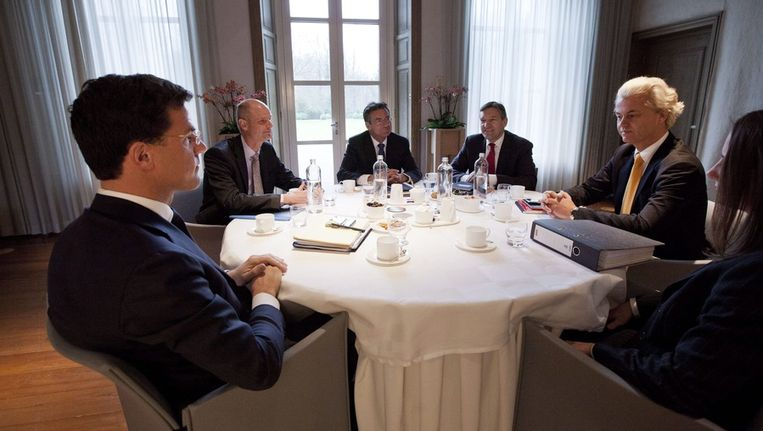 Rutte, Verhagen (m) en Wilders in het Catshuis. Beeld epa
