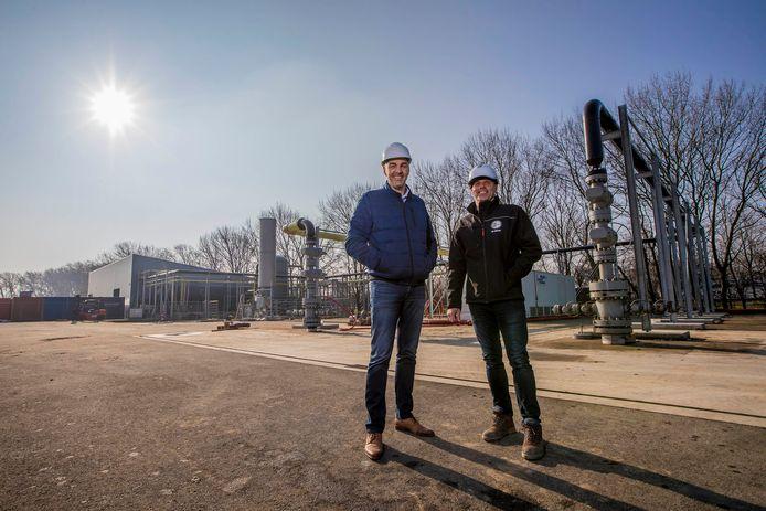 Directeur Edward Verbakel (links) en projectleider Leon Ammerlaan van VB Geo Projects bij aardwarmteproject GeoPower Oudcamp in Maasland. ,,De glastuinbouw wil in 2014 al zonder gas. Daar zijn we keihard voor bezig.''