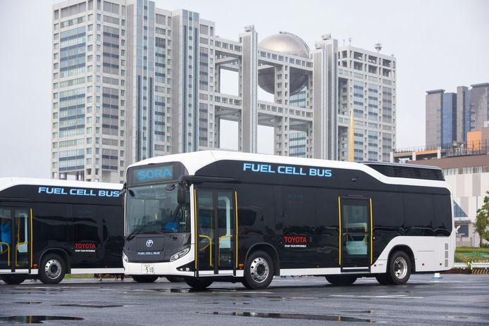 De Toyota Sora waterstofbus rijdt rond in Tokio