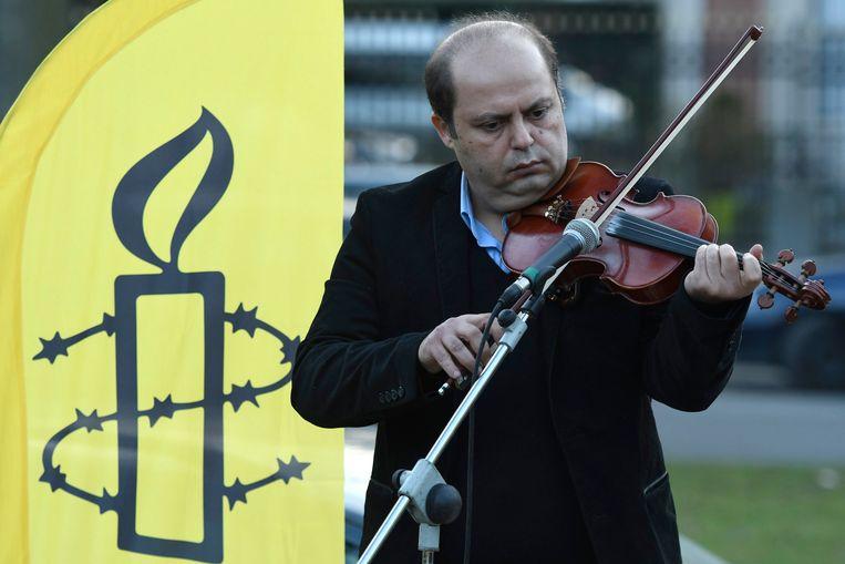 Solidariteitswake van Amnesty International voor VUB-wetenschapper Ahmadreza Djalali aan de Iraanse ambassade in Brussel. Beeld Photo News