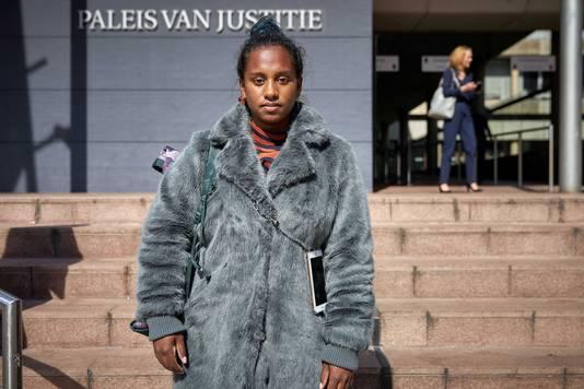 Dilani Butink voor de rechtbank in Den Haag.
