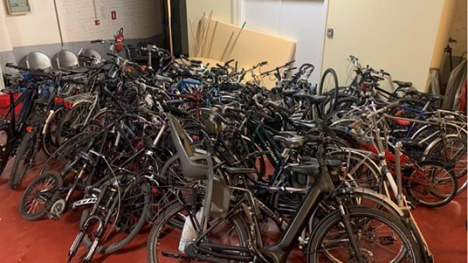 Politie betrapt fietsdieven op heterdaad en vindt nog eens 56 gestolen fietsen terug tijdens huiszoekingen