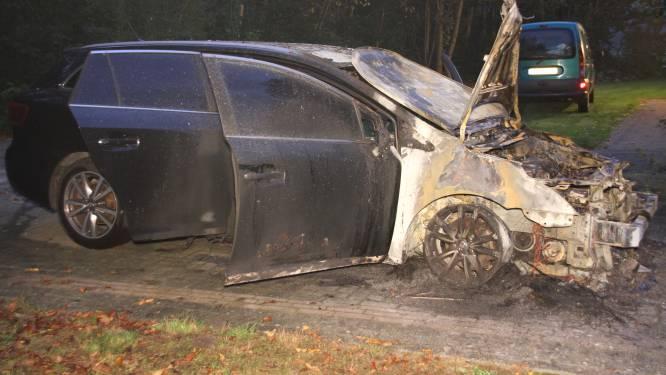 Autobrand op recreatiepark in Hoge Hexel, politie doet onderzoek