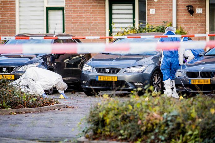 De politie doet onderzoek bij een auto. Foto ter illustratie.