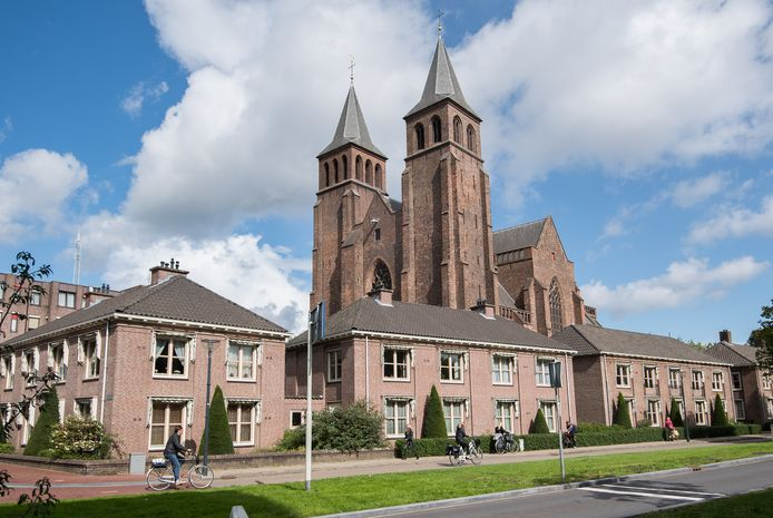 De onlangs verkochte Walburgiskerk in Arnhem.