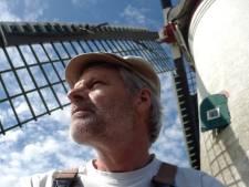 Stukje bij beetje valt de molen van Nieuwerkerk uiteen en nu staat hij stil