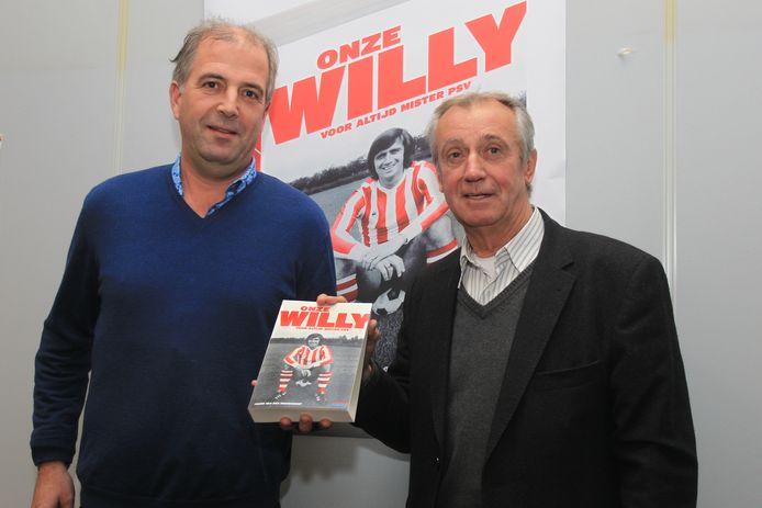 Frans van den Nieuwenhof en WIlly van der Kuijlen in 2011 bij de presentatie van het boek 'Onze Willy'.