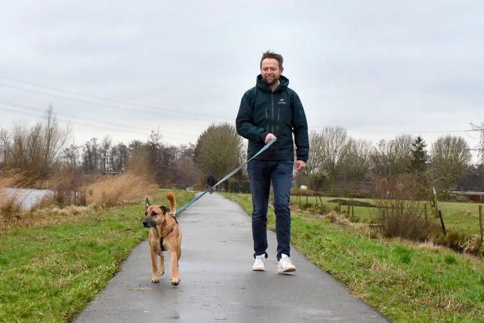 Heerd-Jan Hoogeveen met hond Ollie aan de wandel bij Cattenbroekerplas.