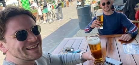 Vrolijke gezichten en kelken bier, Tilburgse terrassen na zes lange maanden weer open: 'We hebben het gemist'