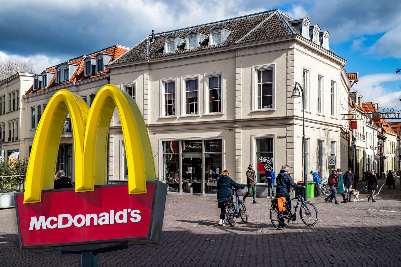 Komt in het pand van Praamstra in Deventer  een McDonald's?