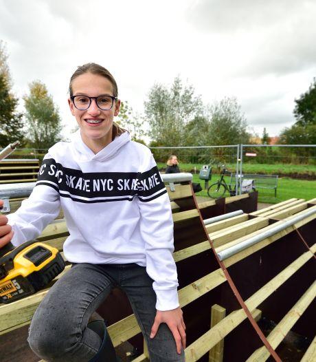 Esmee (14) bouwt zelf aan een nieuwe skatebaan: 'Hoef me niet meer te ergeren aan plassen'
