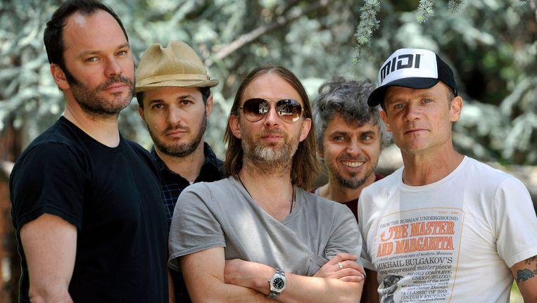 Atoms For Peace, met in het midden (met zonnebril) Thom Yorke. Beeld AP
