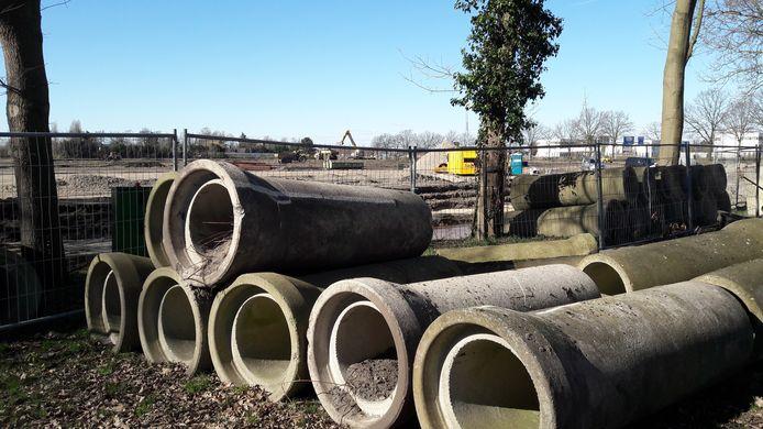 Op het terrein van Digit Parc bij de Nieuwe Kadijk wordt hard gewerkt.