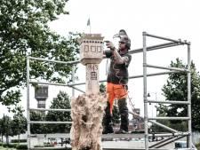 Zieke boom omgetoverd tot kenmerkende houtsculptuur: 'Een cadeau aan alle Ulftenaren'