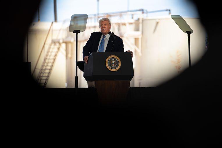 Trump spreekt bij een olieraffinaderij in Texas. Beeld Getty Images