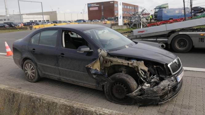 Chauffeur botst tegen geparkeerde truck na uitwijkmanoeuvre