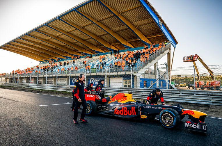 Formule 1-coureur Max Verstappen op het vernieuwde circuit van Zandvoort waar de Grand Prix had moeten zijn verreden.  Beeld Freek van den Bergh / de Volkskrant