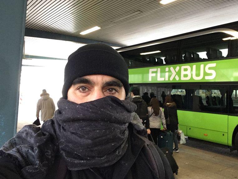 Bahram Sadeghi reconstrueerde de route van Amri en kleedde zich zoals de terrorist. Hij nam dus ook de Flixbus naar Nijmegen.   Beeld RV