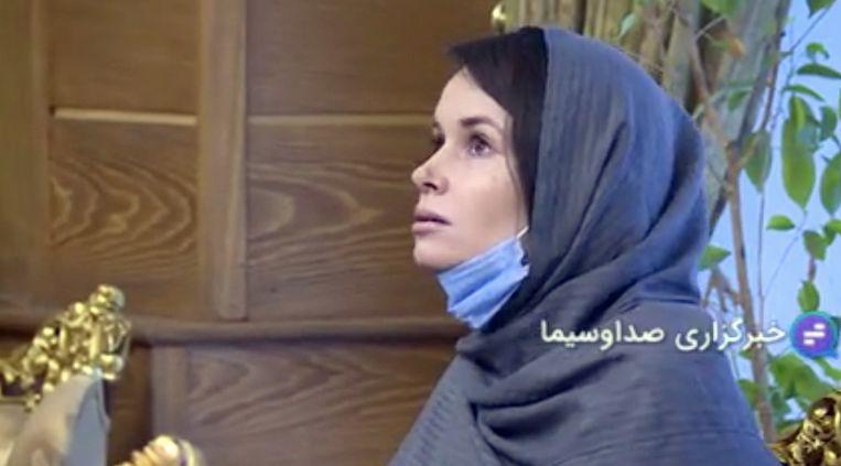 Kylie Moore-Gilbert op het Mehr-Abad vliegveld in Teheran, op 25 november, na haar vrijlating. Beeld EPA
