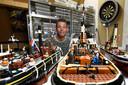 Jebbo Bouhuijs op zolder met zijn miniatuurschepen.
