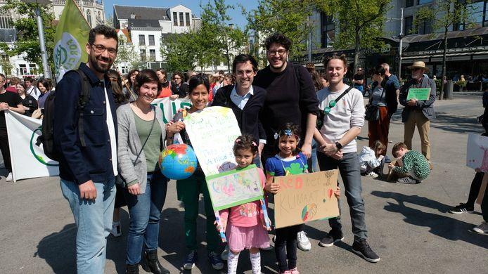 Ook politicus Kristof Calvo (Groen) was present (midden).