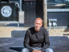 Aangeslagen André Triep gooit strandpaviljoen na corona op slot: 'Ik trek het niet meer'