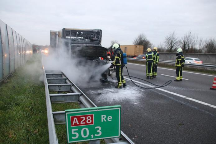Op de A28 ter hoogte van Ermelo vloog de bestelbus in brand.